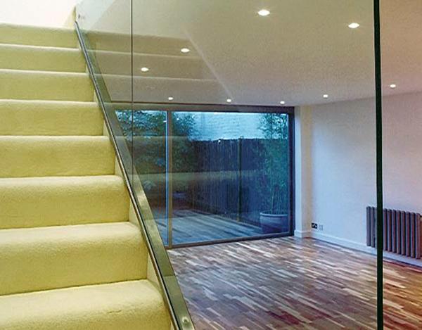 Parapetto di sicurezza in vetro per scale